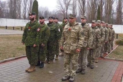 Кам'янецькі та канадські військові вшанували загиблих у збройних конфліктах