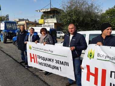 Земля належить українцям: аграрії Кам'янеччини проти продажу національного багатства іноземцям